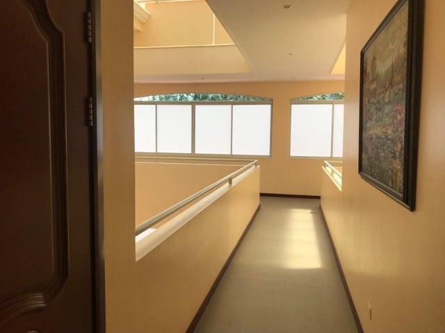 Apartamento San Jose>San Rafael Escazu>Escazu - Alquiler:2.600 US Dollar - codigo: 20-1525