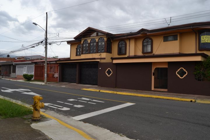 Casa Heredia>San Francisco>Heredia - Venta:350.000 US Dollar - codigo: 20-2113