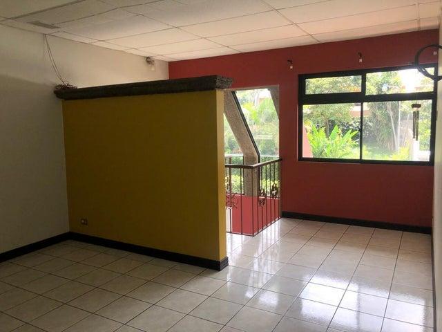 Casa Heredia>Santa Rosa>Santo Domingo - Venta:202.000 US Dollar - codigo: 20-2181