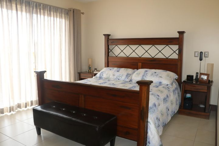 Casa Heredia>San Joaquin de Flores de Heredia>Flores - Venta:289.000 US Dollar - codigo: 21-64