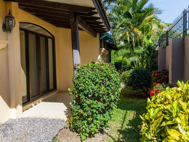 Casa San Jose>Bosques Lindora>Santa Ana - Venta:450.000 US Dollar - codigo: 21-148