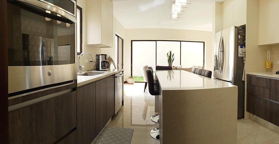 Casa San Jose>Piedades>Santa Ana - Venta:345.000 US Dollar - codigo: 21-210