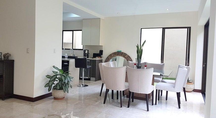 Casa San Jose>Piedades>Santa Ana - Venta:345.000 US Dollar - codigo: 21-213