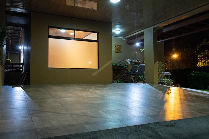 Casa San Jose>Lomas de Ayarco Sur>Curridabat - Venta:350.000 US Dollar - codigo: 21-275