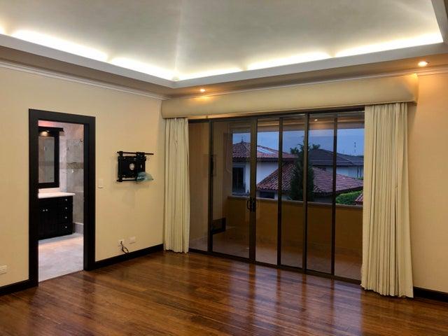 Casa San Jose>Rio Oro>Santa Ana - Venta:650.000 US Dollar - codigo: 21-468