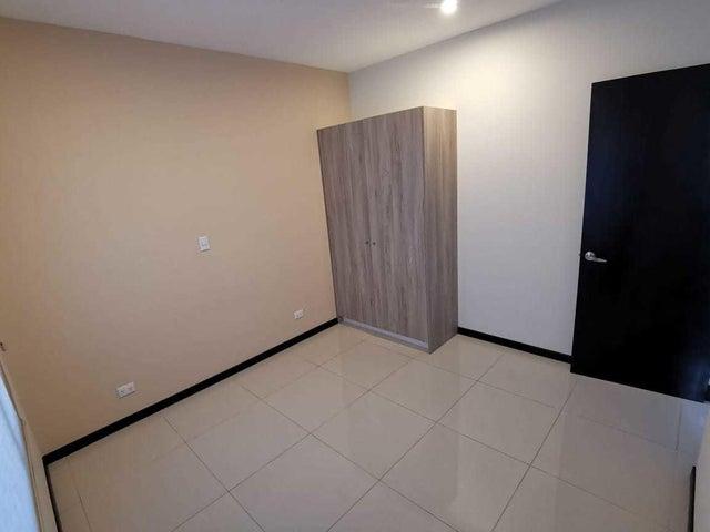 Casa Heredia>Ulloa>Heredia - Venta:180.000 US Dollar - codigo: 21-956