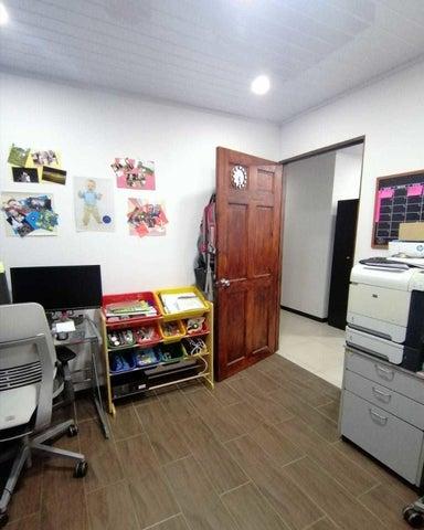 Casa San Jose>Alajuelita>Alajuelita - Venta:122.000 US Dollar - codigo: 21-1072