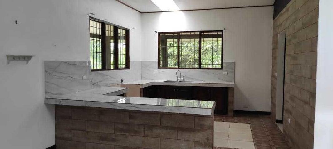 Casa Limon>Jimenez>Pococi - Venta:140.000 US Dollar - codigo: 21-1270