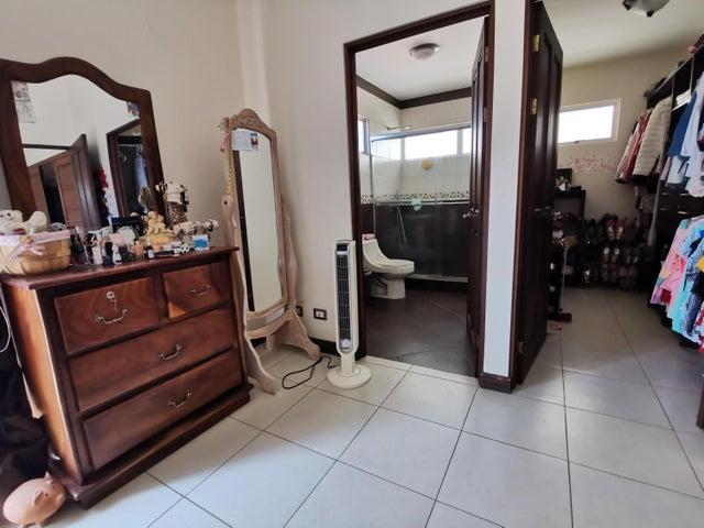 Casa Heredia>San Francisco>Heredia - Venta:260.000 US Dollar - codigo: 21-1506