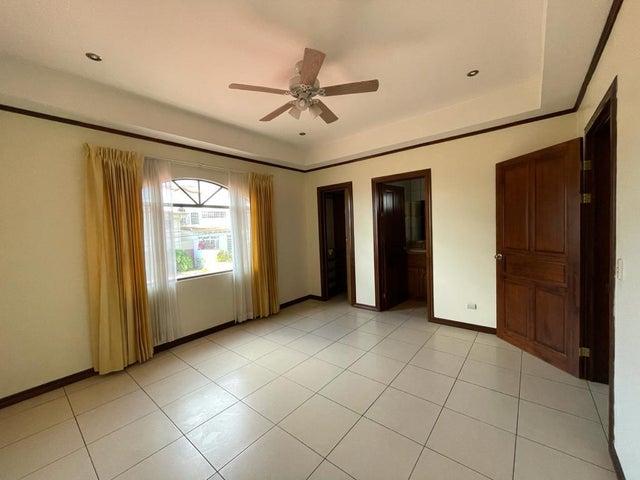 Casa Heredia>Ciudad Cariari>Belen - Alquiler:1.150 US Dollar - codigo: 21-1567