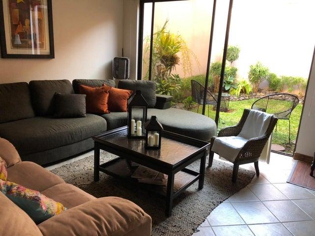 Casa San Jose>San Rafael Escazu>Escazu - Venta:220.000 US Dollar - codigo: 21-1656