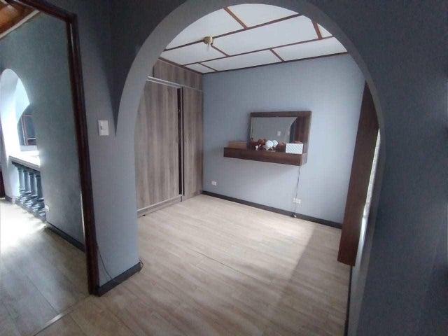 Casa San Jose>Trejos Montealegre>Escazu - Venta:168.000 US Dollar - codigo: 21-1700