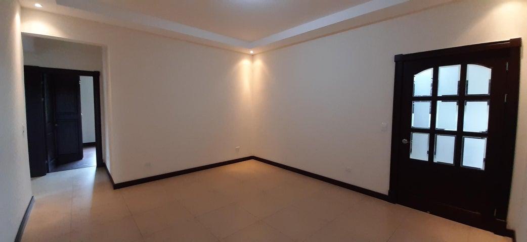 Casa Heredia>San Isidro>San Isidro - Venta:465.000 US Dollar - codigo: 21-120