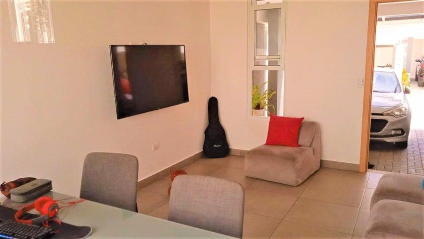 Casa Heredia>Ulloa>Heredia - Alquiler:950 US Dollar - codigo: 21-2138
