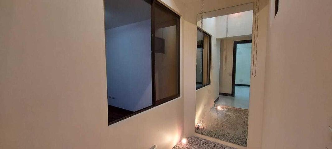 Casa San Jose>Sabanilla>Montes de Oca - Venta:185.000 US Dollar - codigo: 21-841