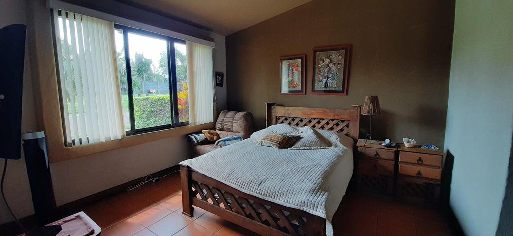 Casa Heredia>San Joaquin de Flores de Heredia>Flores - Venta:225.000 US Dollar - codigo: 21-2243