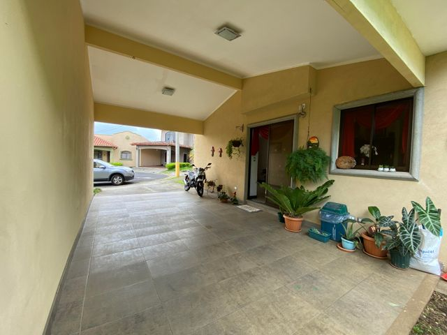 Casa Heredia>San Francisco de Heredia>Heredia - Venta:230.000 US Dollar - codigo: 21-2432