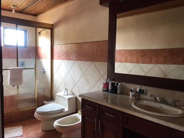 Casa Heredia>Heredia Centro>Heredia - Venta:240.000 US Dollar - codigo: 21-2441