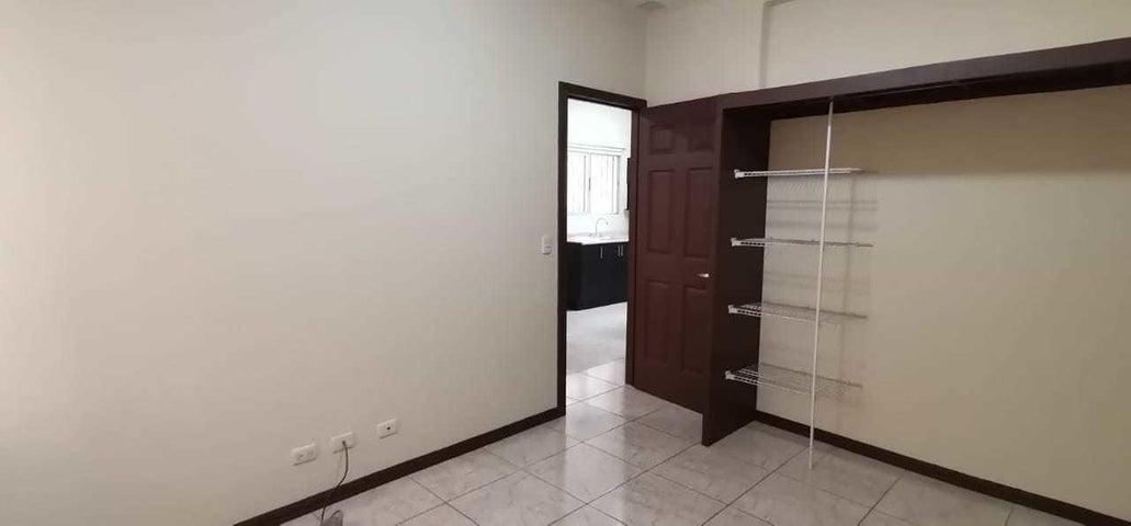Apartamento San Jose>Curridabat>Curridabat - Alquiler:303 US Dollar - codigo: 21-2449