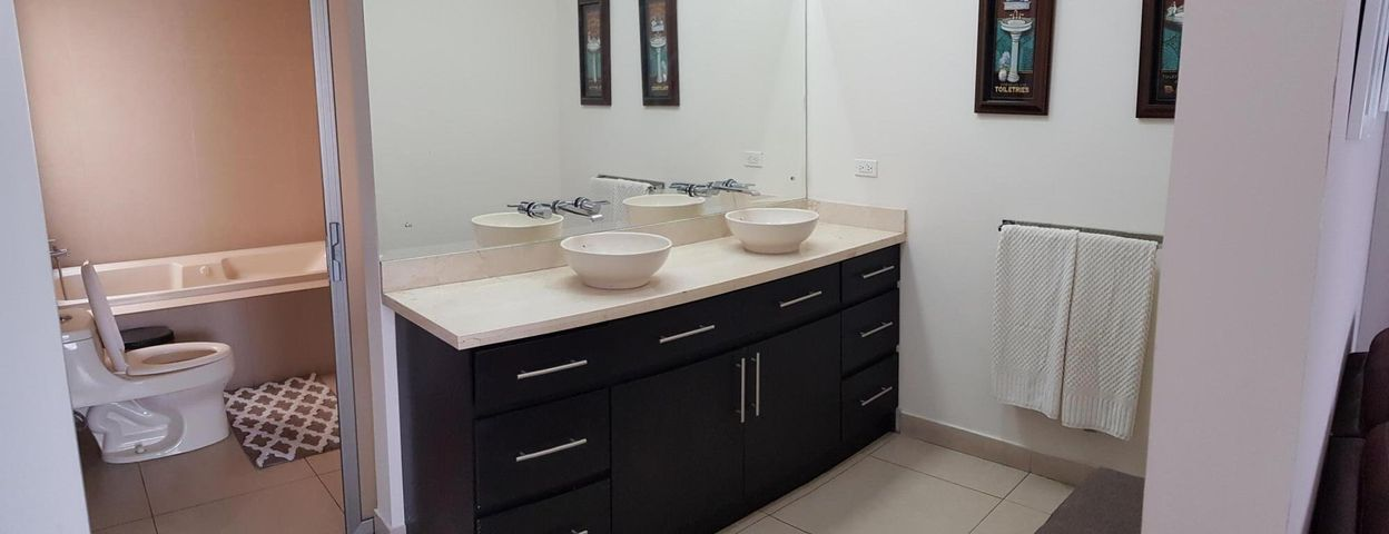 Casa San Jose>Pinares>Curridabat - Alquiler:1.800 US Dollar - codigo: 21-2497