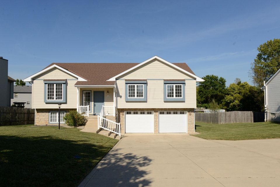 Exterior Front with concrete driveway - lot of room for parking | 620 E Columbus Street, Pickerington, OH 43147