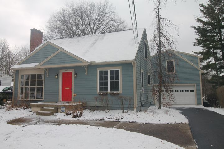 209 E New England Avenue, Worthington, OH 43085