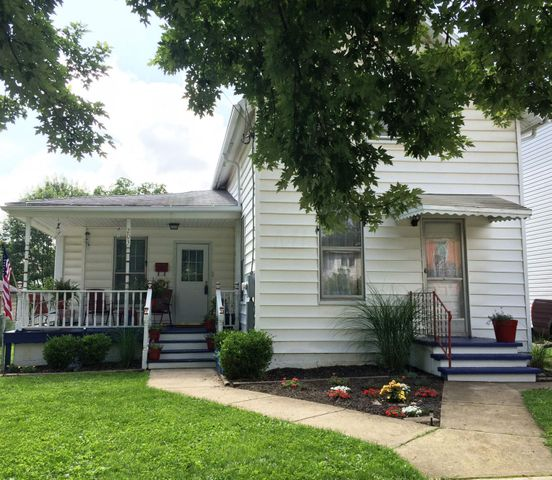 WELCOME HOME! Cute cape cod home with easy access to downtown Delaware.