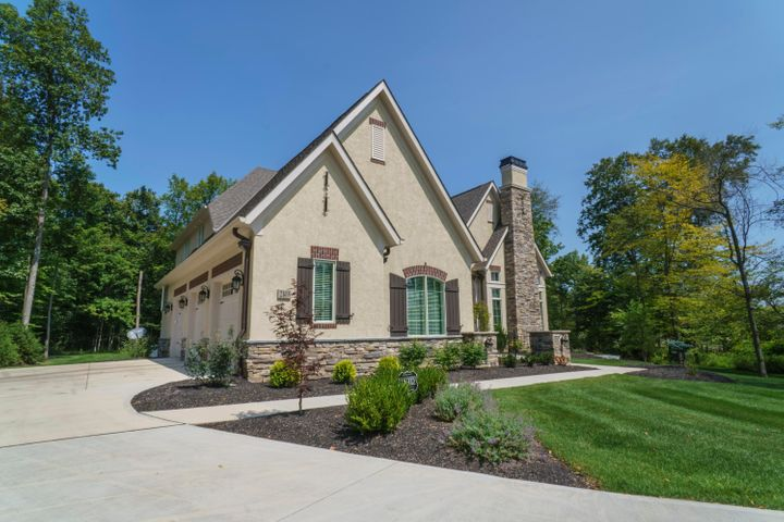 2118 Woodland Hall Drive, Delaware, OH 43015