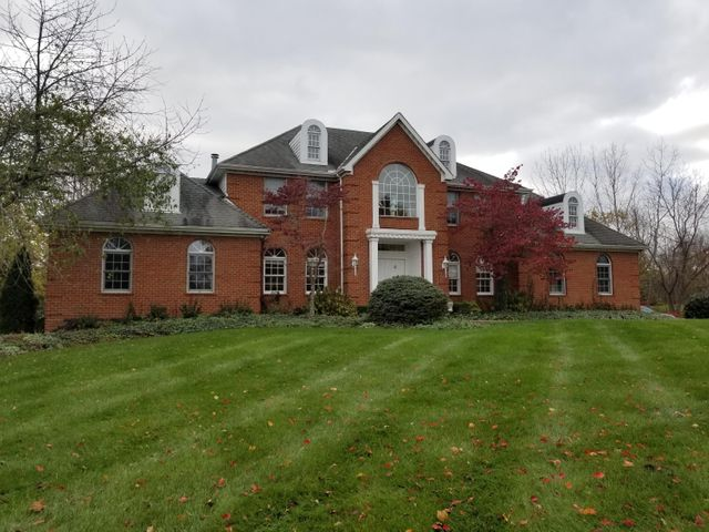 3725 Woodstone Drive, Lewis Center, OH 43035