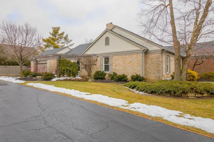 2172 Sandston Road, Upper Arlington, OH 43220