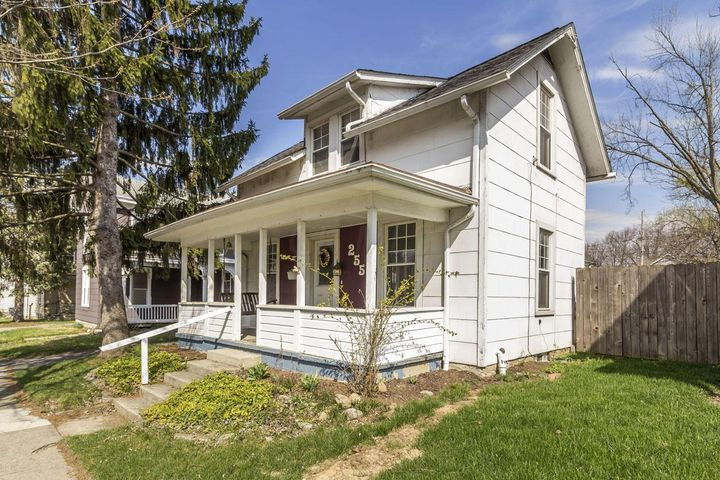 Welcome Home to 255 E. Central Ave Delaware OH 43015! Located in the HEART of Delaware!