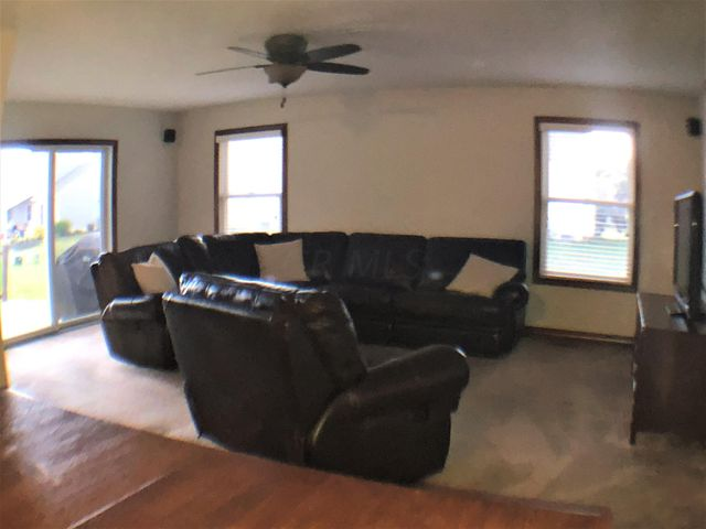 8818 Emerald Hill Drive, Lewis Center, OH 43035