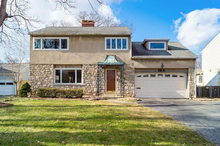 2737 Northwest Boulevard, Upper Arlington, OH 43221