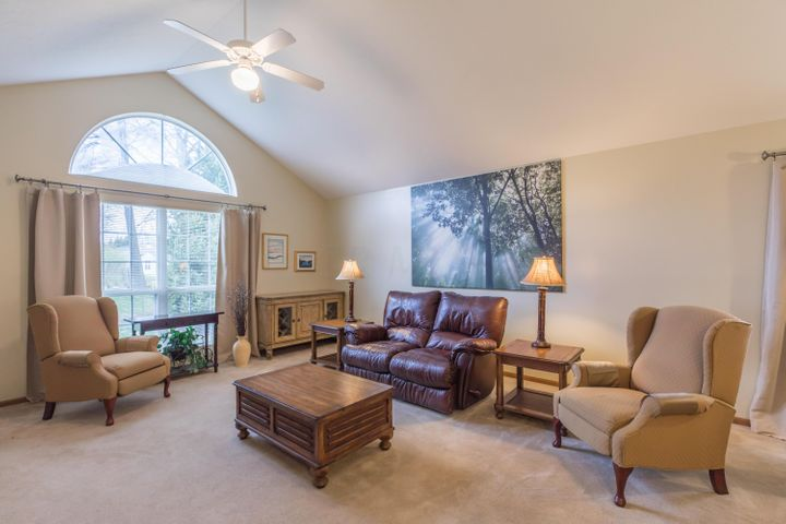 "One story condo! Vaulted great room with tons of natural light! (Approx. size: 16'6"" x 15')"