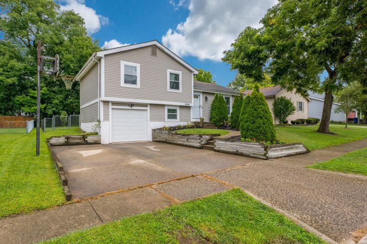 Adorable 3 bedroom, 2 bath home in Cherrybottom Village. Minutes to Easton and the Columbus Airport!