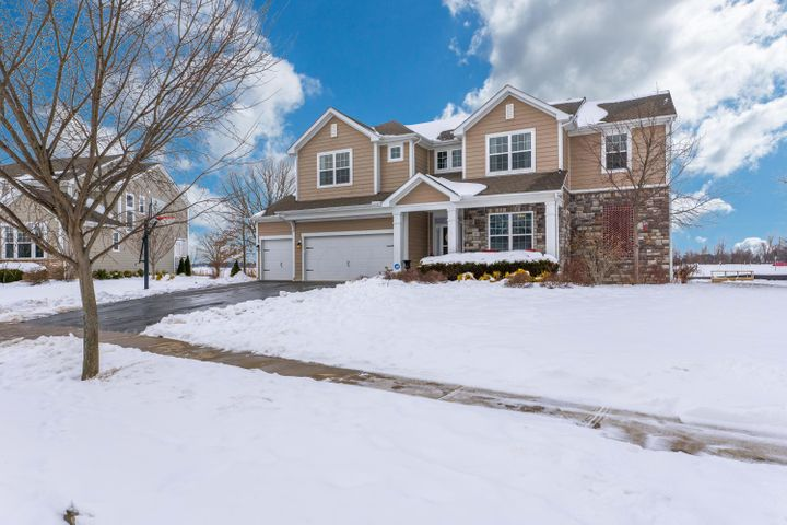 Welcome home to this 4 (possible 5) bedroom, 3.5 bath home in Glenross!
