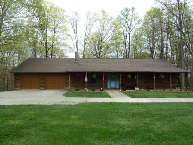 2409 Chestnut Hills Road NE, Newark, OH 43055