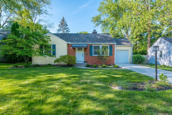 Completely renovated 3 bedroom, 2 bath single story home in Colonial Hills - Worthington Schools!