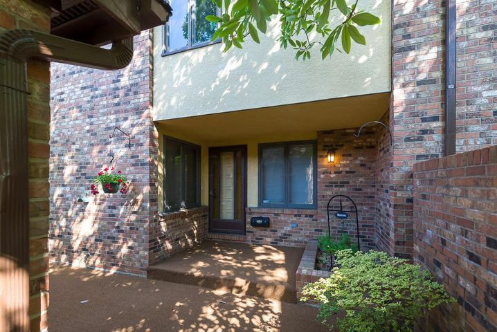 2430 Sherwood Villa, Upper Arlington, OH 43221