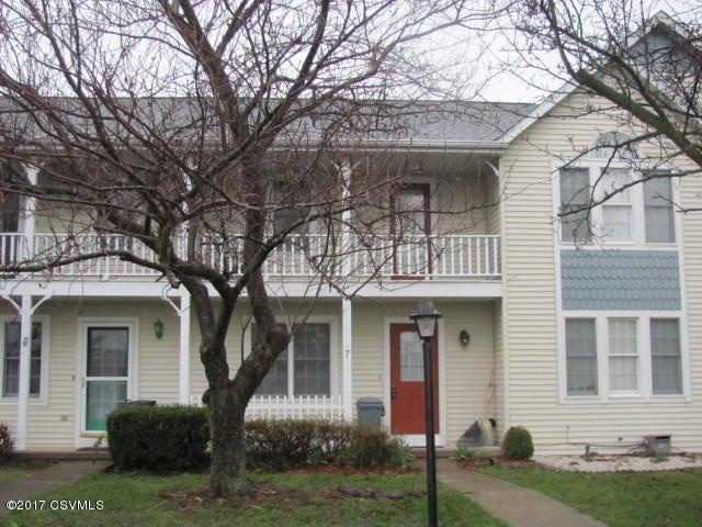 7 GREENBRIAR LN, Danville, PA 17821