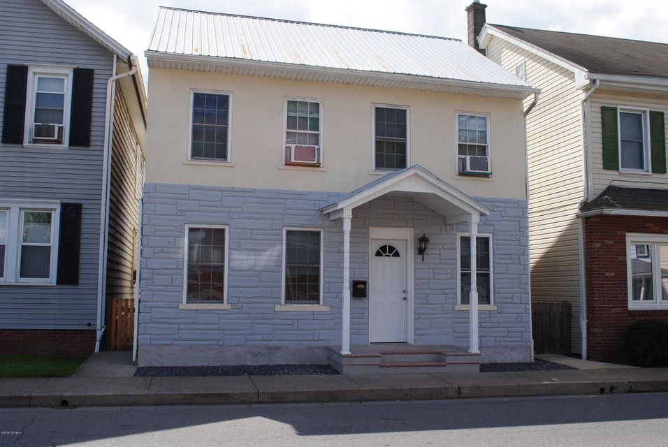 210 S MARKET Street, Selinsgrove, PA 17870