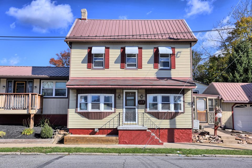572 QUEEN Street, Northumberland, PA 17857