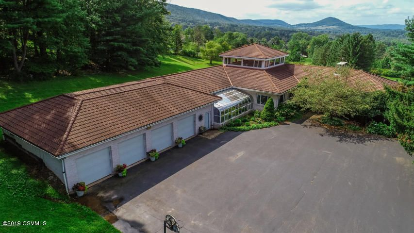 171 MOUNTAIN Road, Sugarloaf, PA 18249