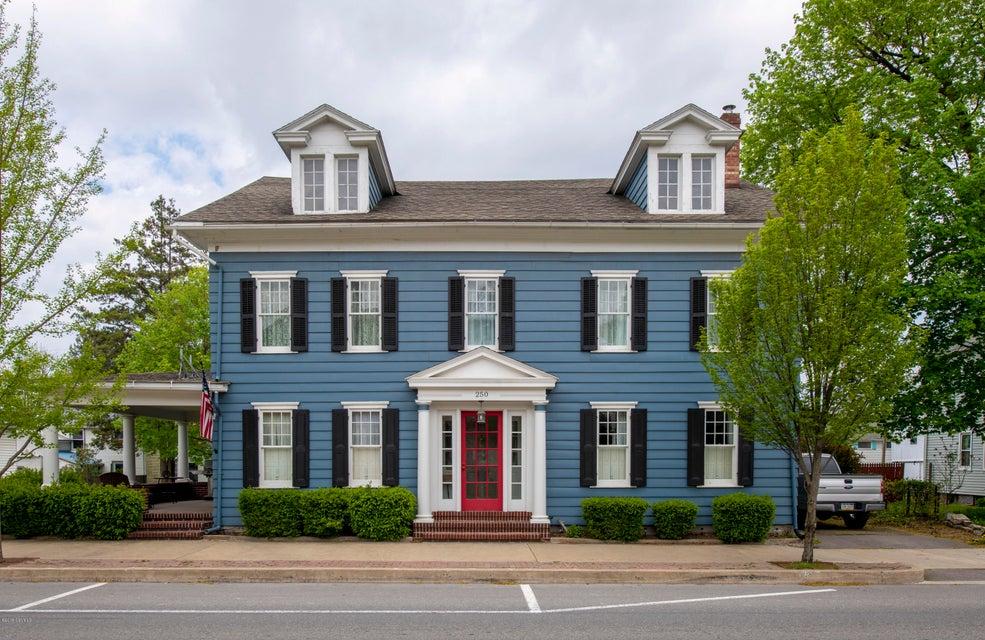 250 CHESTNUT Street, Mifflinburg, PA 17844