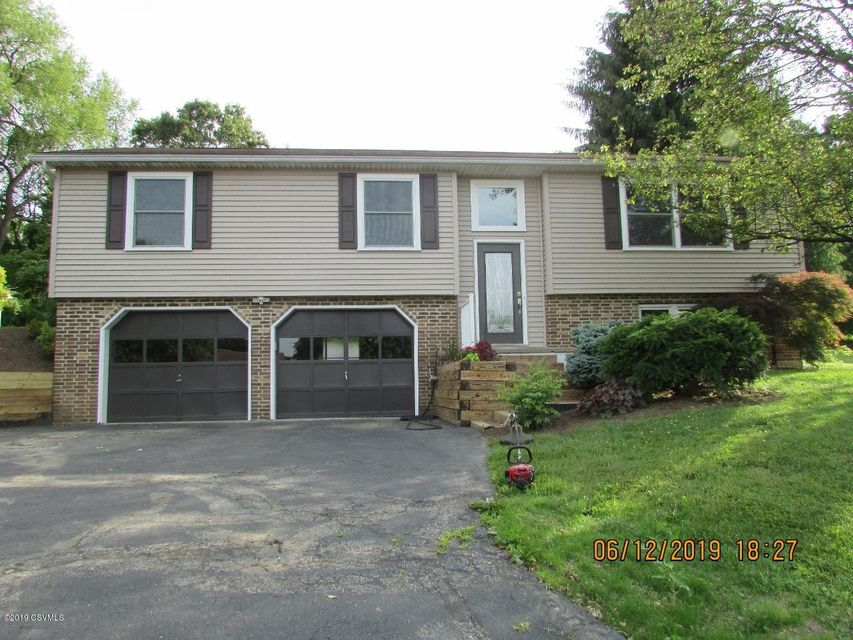 808 ROLLING GREEN Drive, Selinsgrove, PA 17870