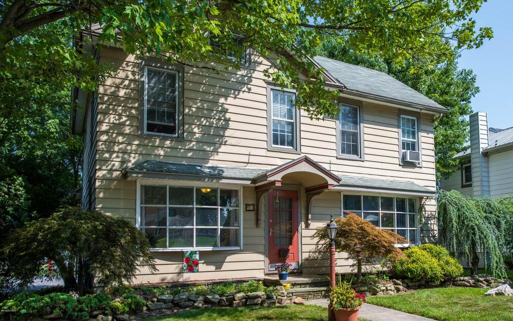 90 MARKET Street, Mifflinburg, PA 17844