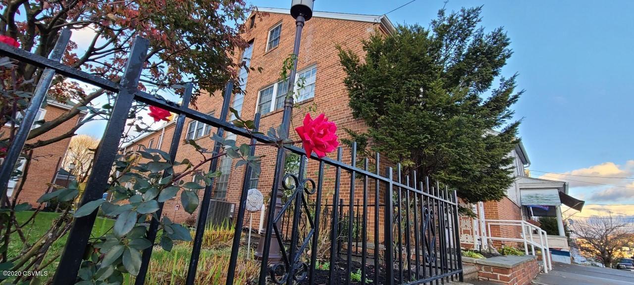 851 W CHESTNUT Street, Coal Township, PA 17866