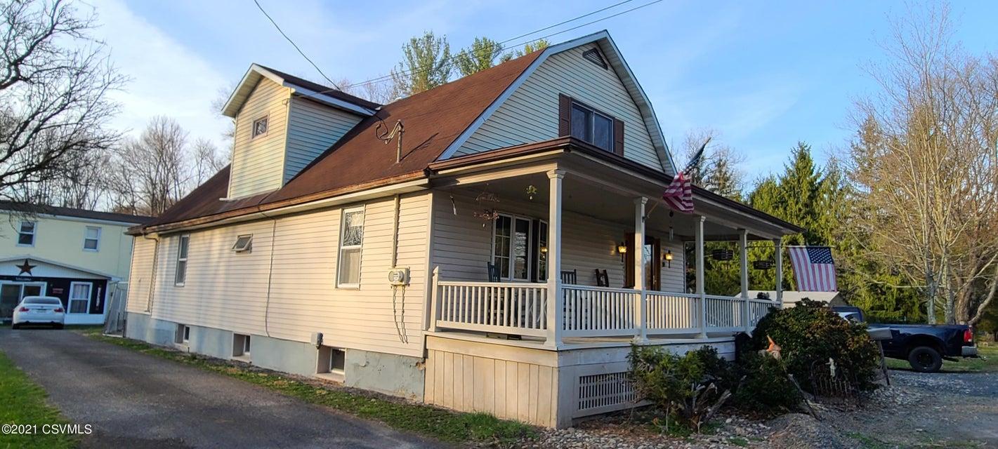 17 E BARTON Avenue, Elysburg, PA 17824