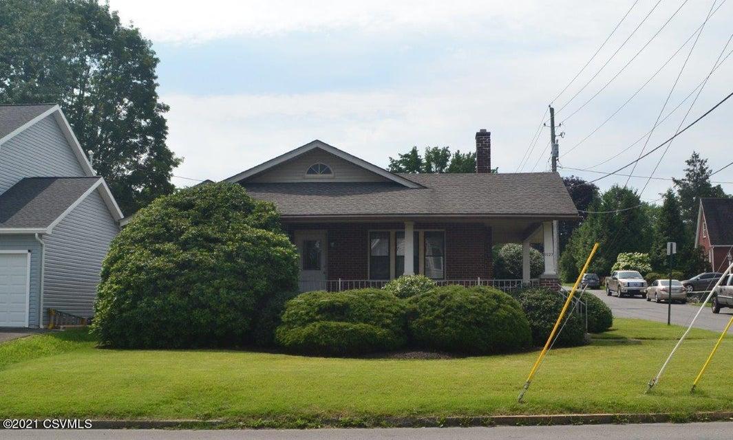 1527 W MARKET Street, Lewisburg, PA 17837