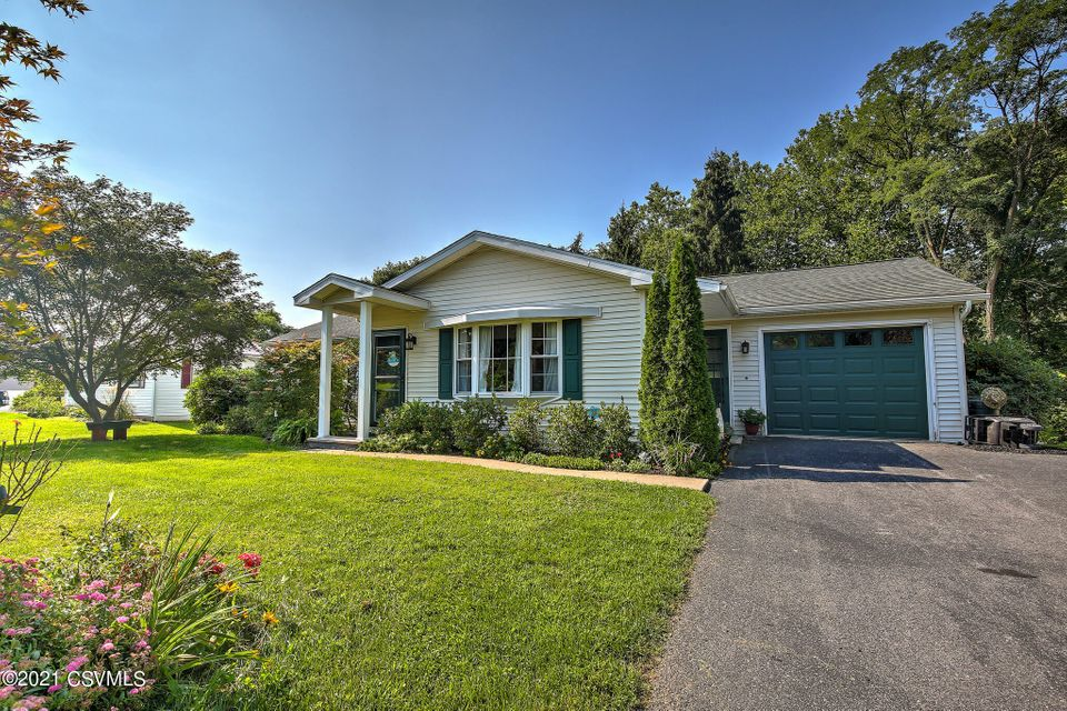 510 ROLLING GREEN Drive, Selinsgrove, PA 17870